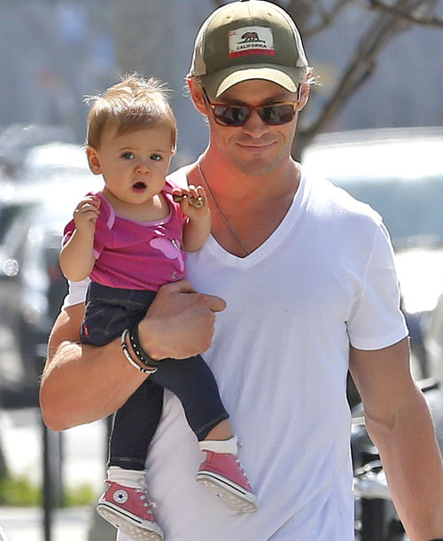 chris-hemsworth-und-india-rose-r2