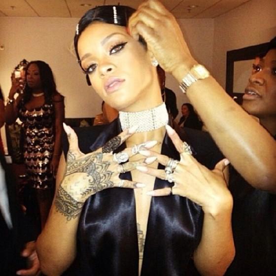 Rihanna-Hairpins-AMA