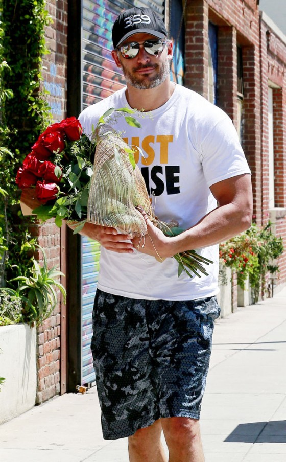 rs_634x1024-140811104809-634.Joe-Manganiello-Roses-JR-81114