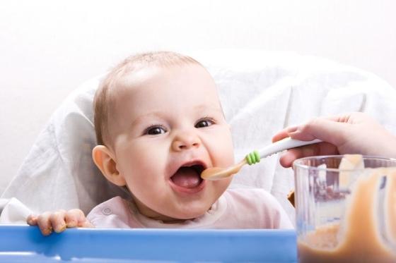 cute-baby-eating