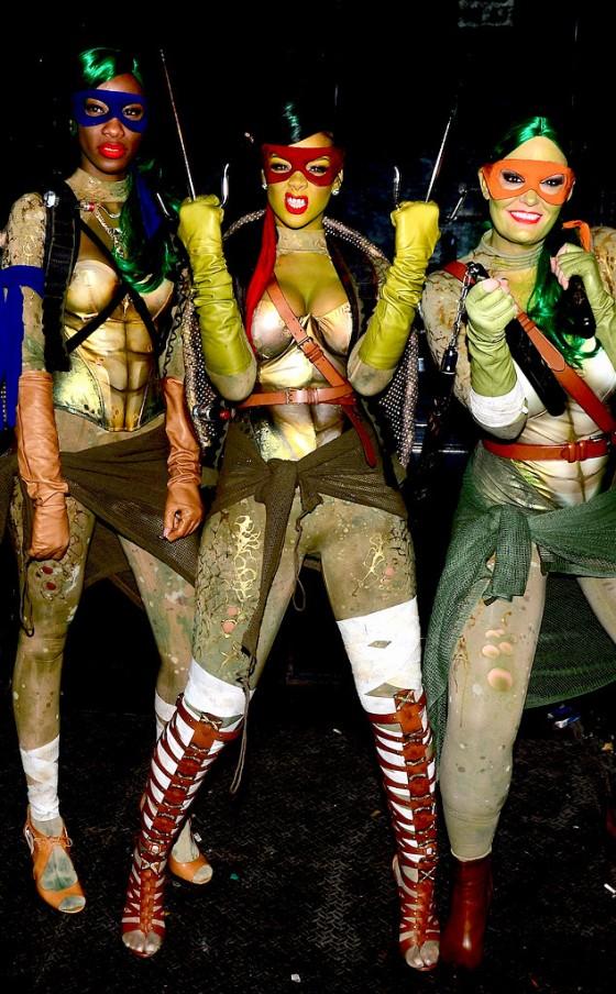 rs_634x1024-141101094306-634.Rihanna-Ninja-Turtle-Halloween.jl.110114