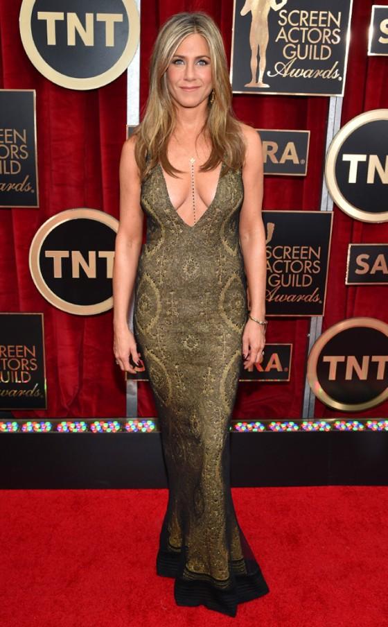 Jennifer Aniston - linda sempre, mas essa roupa não valorizou o corpinho da atriz!